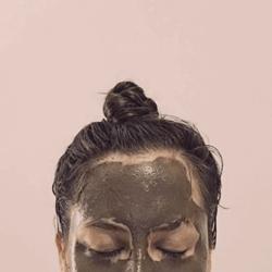 woman wearing Detoxifying Silt Gelée Mask