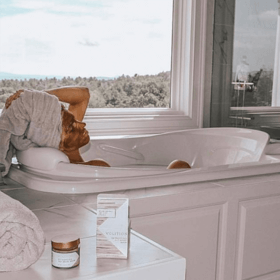 woman wearing Detoxifying Silt Gelée Mask while taking a bath