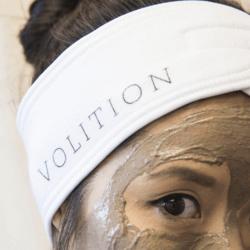 close up of woman wearing Mask & Splash Headband and detoxifying silt gelee mask